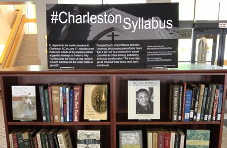 Ausstellung von #CharlestonSyllabus in den Boston College Libraries