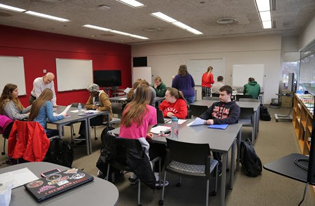 Students and instructor in the multi-use instruction room in Central College's library