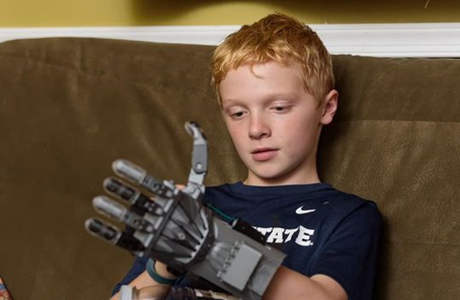 Boy who used Delaware public libraries to design and print a 3D hand