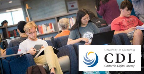 Studenten van de University of California in de bibliotheek